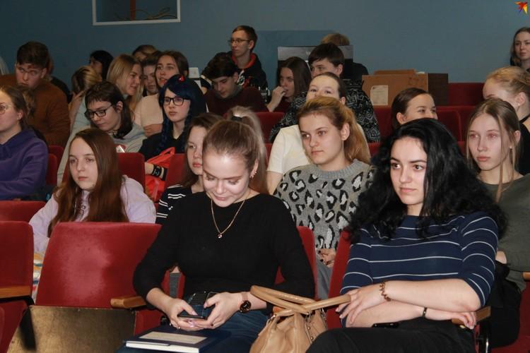 На вопросы студентов республиканского колледжа культуры ответил специалист «Центра СПИД» в Коми