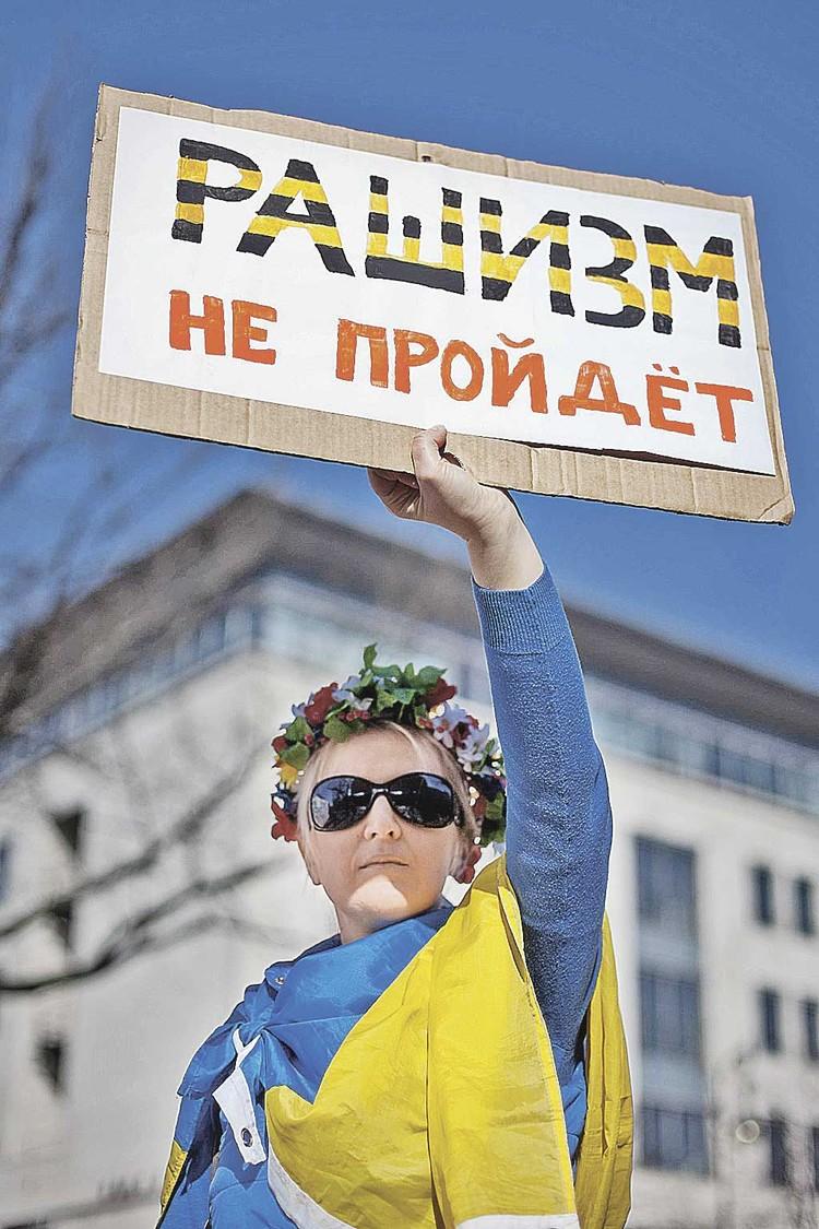 Москва сама позволяет Киеву вести откровенно антироссийскую политику, не отвечая на нее жестко. И Украина к этому уже привыкла...