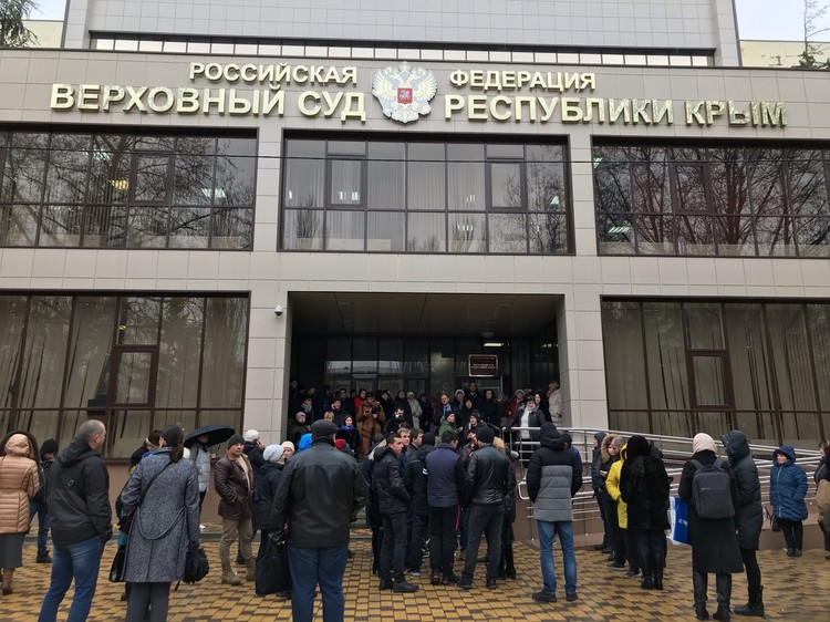 Поддержать Зубкова в суд явилась толпа