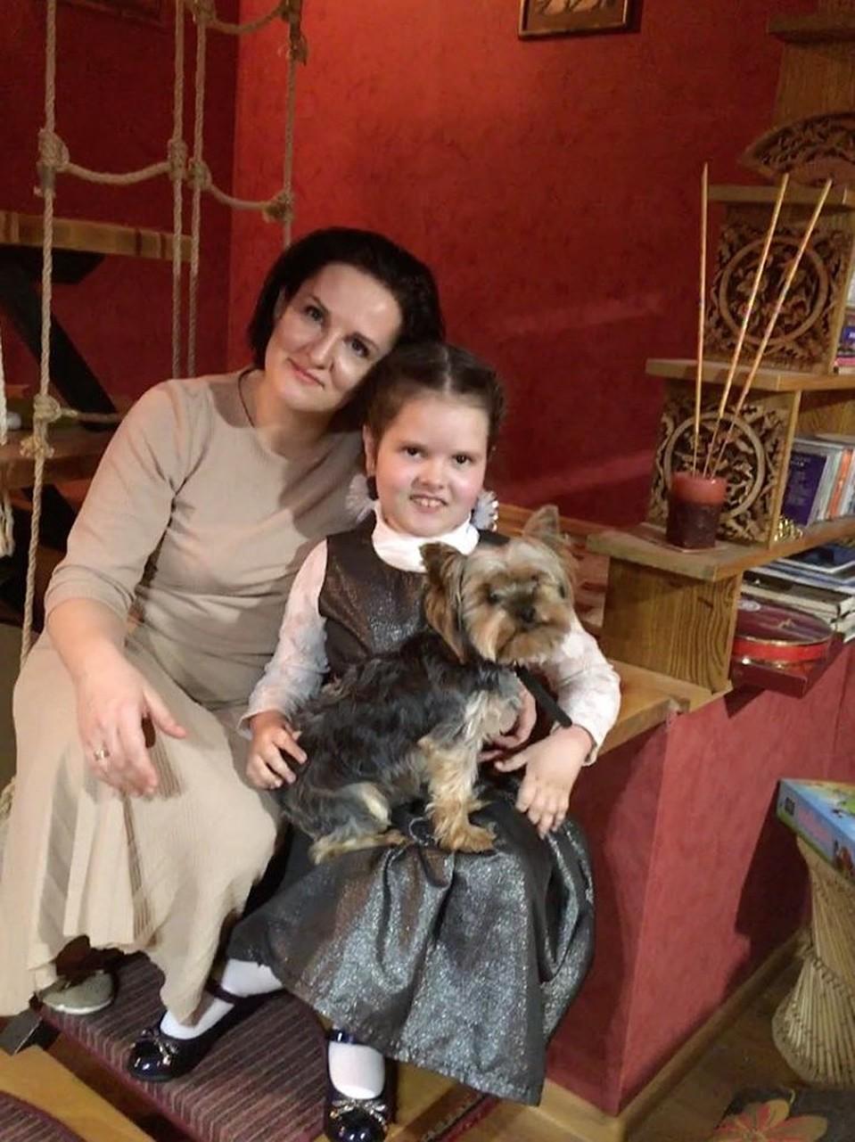 Каролина Шевелева из Симферополя боится вставать на ноги. Фото из личного архива