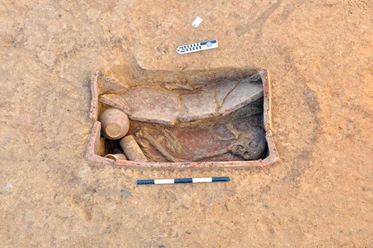 В гробах лежали погребальные аксессуары. Фото: antiquities.gov.eg