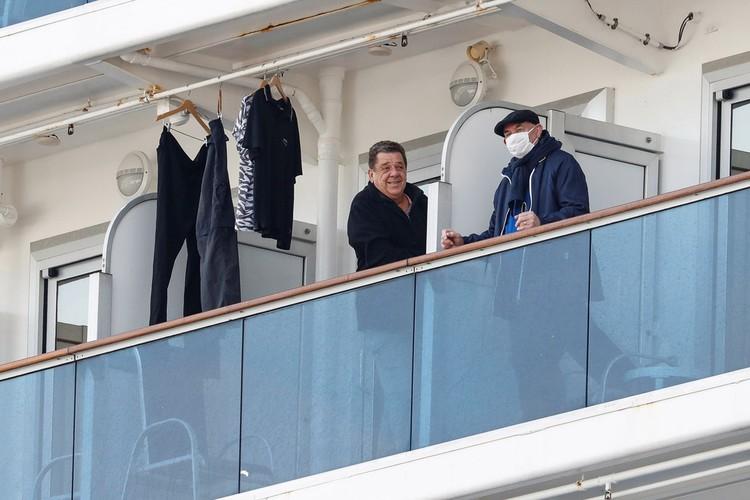 Утром в пятницу японские власти планируют начать эвакуацию с корабля пассажиров старше 80 лет.
