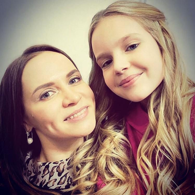 Лиза вместе с наставницей. Фото: личный архив.