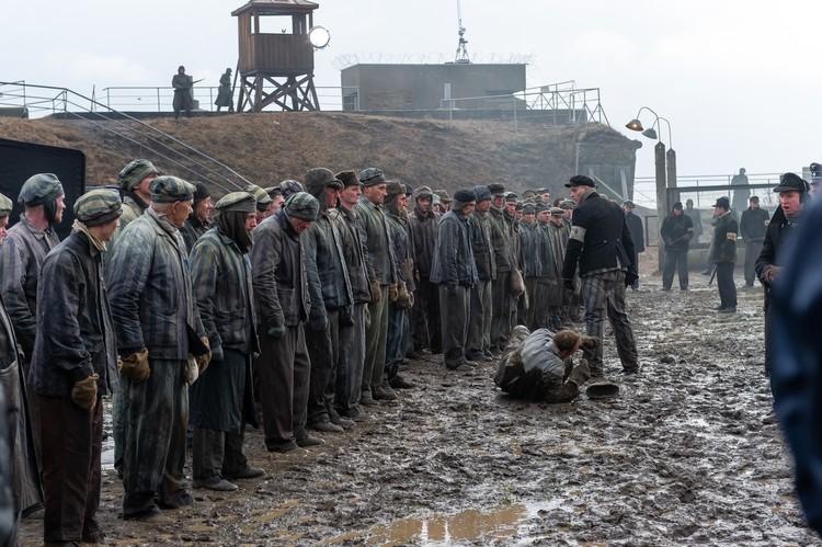 Специально для этого на форте Константин в Кронштадте выстроили целый концентрационный лагерь