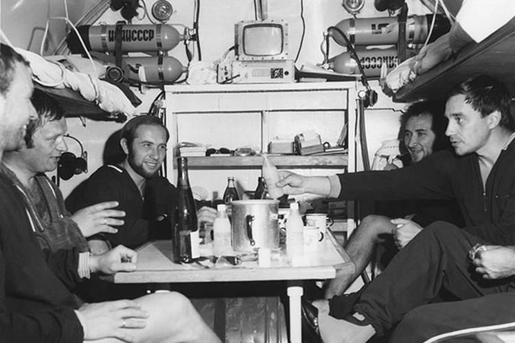 """В помещении подводного дома """"Черномор"""". Фото: Из архива Виталия Сычева"""