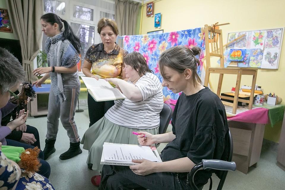 Недавно в интернате прошла премьера кукольного театра Фото: Наталья Мущинкина
