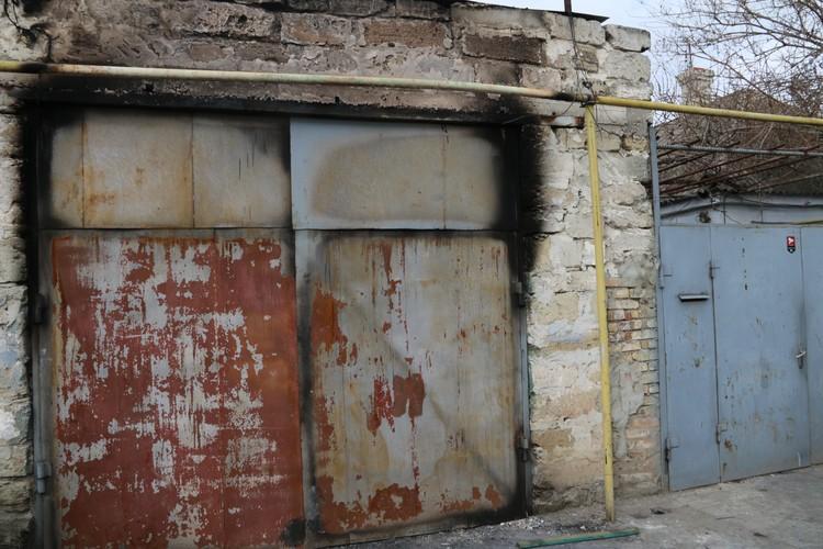 У отца одного из задержанных на днях вспыхнул гараж. Соседи подозревают, что дети собирали там бомбы