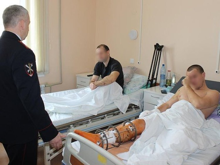 Пострадавшие при взрыве полицейские попали в больницу. Фото ГУ МВД по Саратовской области
