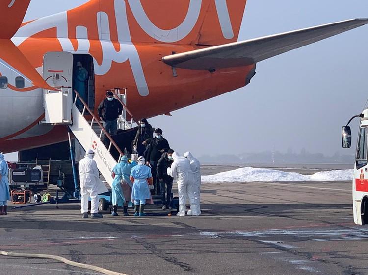Всего рейсом украинских МЧС в Киев прибыло 45 человек