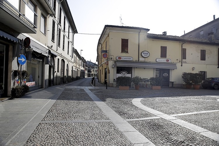 Улицы некоторых городов непривычно пусты