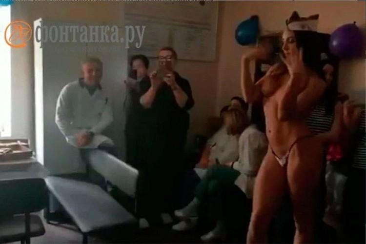 Оригинальное поздравление не оценили в Комздраве. Фото: кадр с видео / Фонтанка.ру