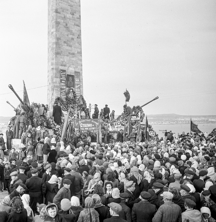 Митинг на горе Митридат в 3-ю годовщину освобождения Керчи. 11 апреля 1947 года. Фото Е.Халдей ВКИКМЗ
