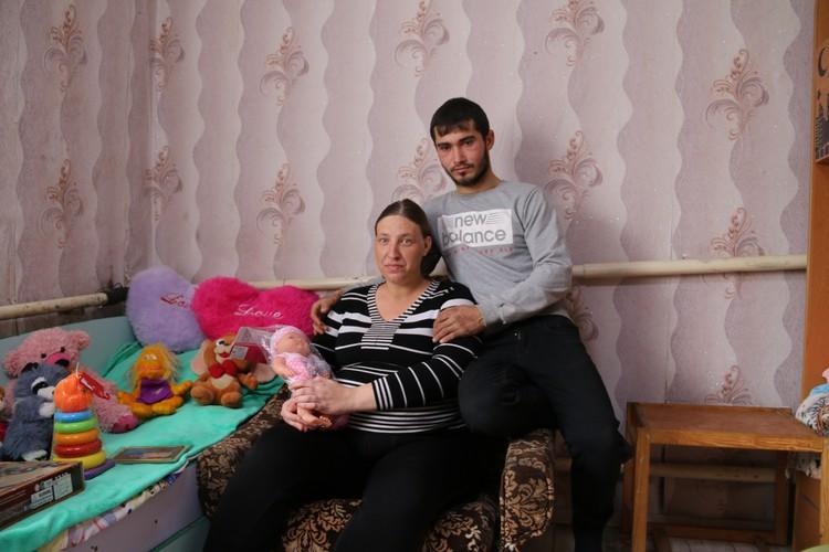 Елена и Антон надеются, что скоро семья воссоединится