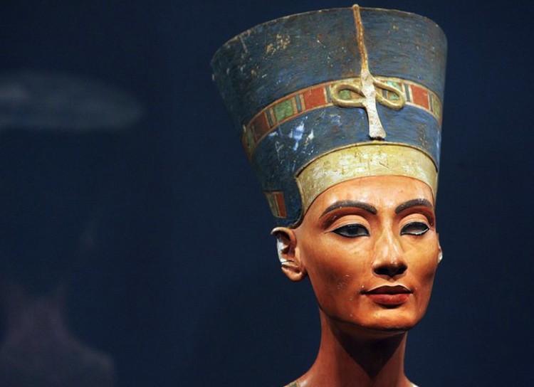 Бюст Нефертити, найденный немецкими археологами.