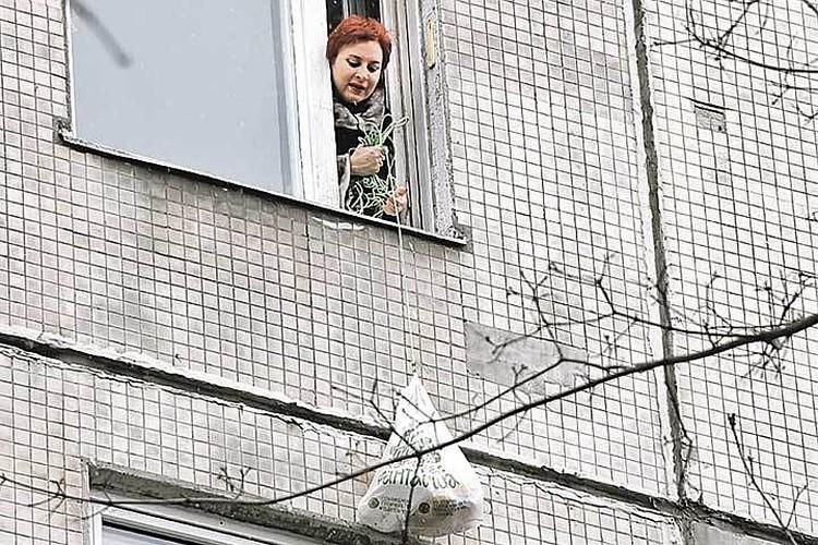 Дарья Асламова всю прошлую неделю передавала репортажи из охваченного эпидемией Пекина. А когда вернулась домой - попала в строгий карантин в Москве