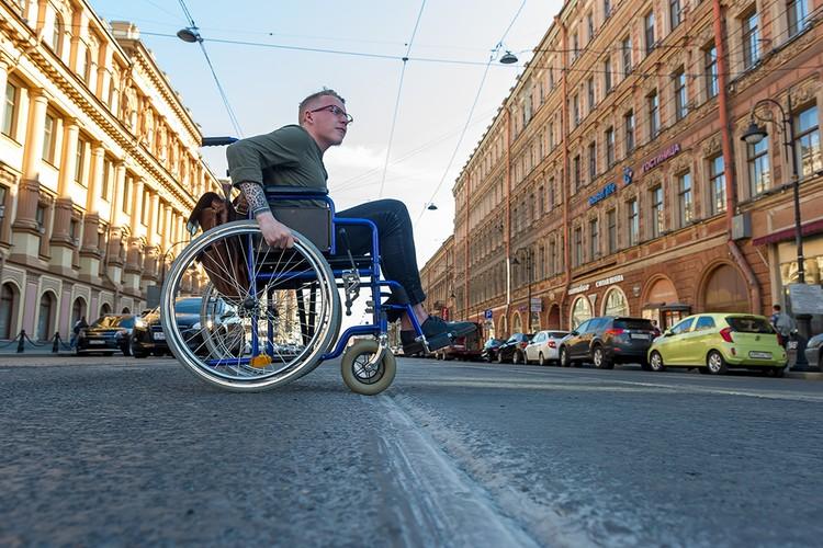 Согласно федеральному закону предприятия, на которых трудится более 100 человек, обязаны обеспечить рабочими местами инвалидов.