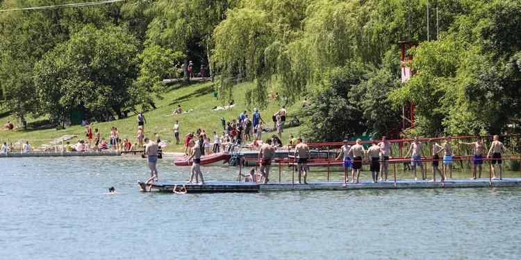 В летнюю жару пруд становился почти единственным спасением для горожан
