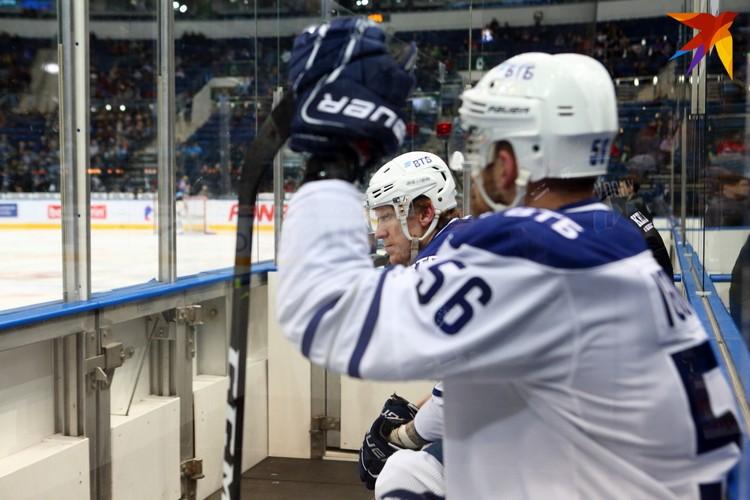 Шипачев и Чайковски на скамейки штрафников.