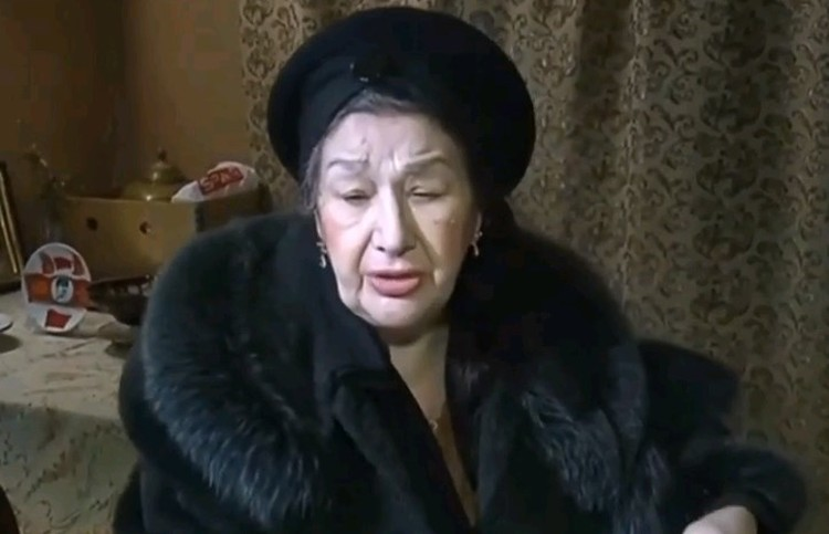 Бабушка Миши, Елена Юрьевна.