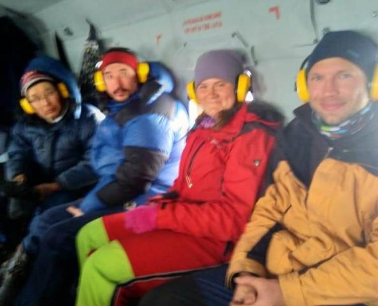 Спасатели подняли пострадавших на борт и эвакуировали в Иркутск.