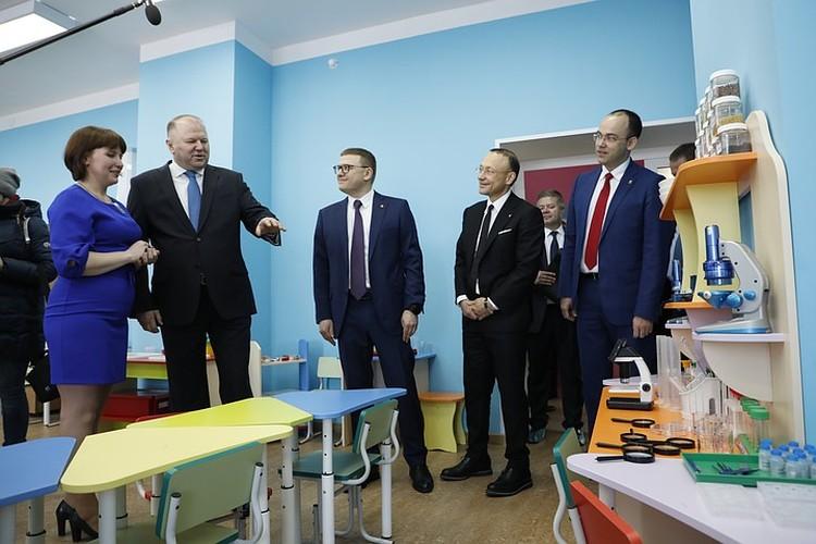 Участники выездного заседания посетили отремонтированный детский сад №11 в Карабаше. Фото: пресс-служба РМК