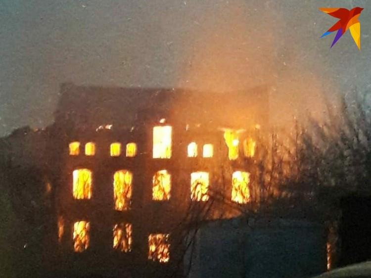Здание выгорело за несколько часов. Фото очевидца