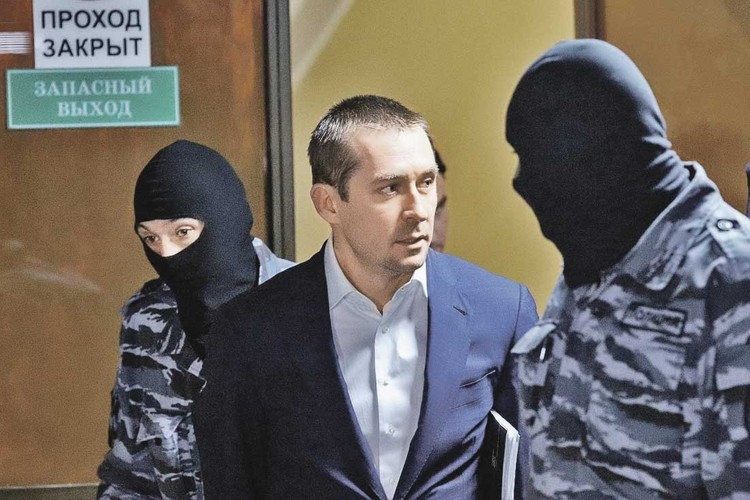 Бывшего полковника Дмитрия Захарченко ждет новое дело - о взятке в 1,5 млрд рублей.