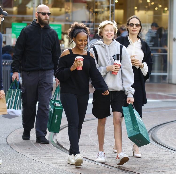Cтаршая дочь Анджелины Захара и ее младшая сестра Шайло перенесли серьезные операции.