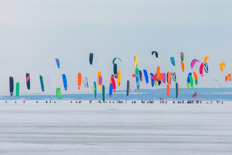 В соревнованиях приняли участие 102 райдера из России, Украины, Швеции и Чехии. ФОТО: SNOWKITERUSSIA