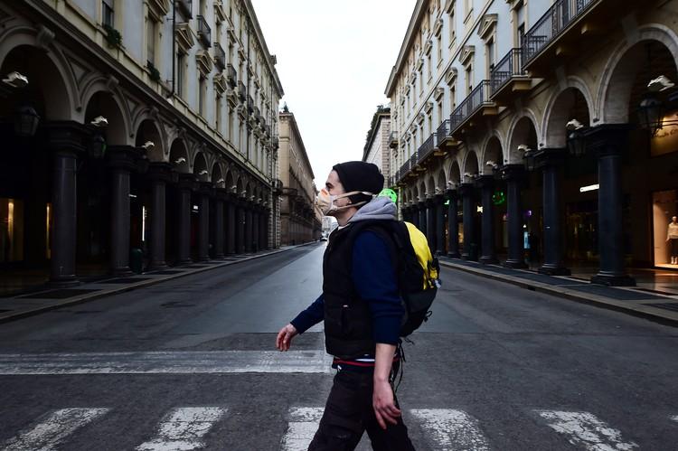 Итальянцев призывают без важного повода не покидать свои дома.