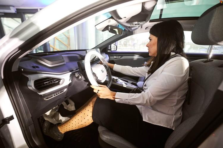 На открытии автосалона показали новый электромобиль от Geely.
