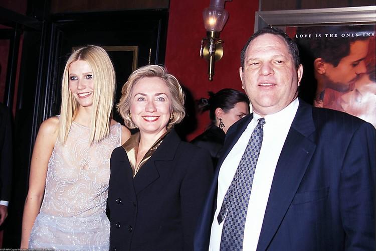 Вайнштейн был настоящей легендой голливудского бизнеса. На фото - кинопродюсер с актрисой Гвинет Пэлтроу и Хиллари Клинтон в 1998 году.