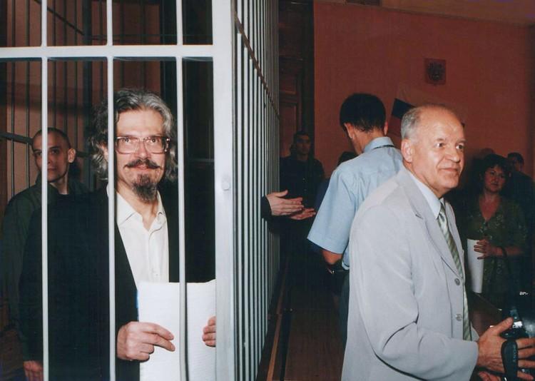 Саратовский областной суд отправляет литературно-политического самурая Лимонова в Лефортовский изолятор
