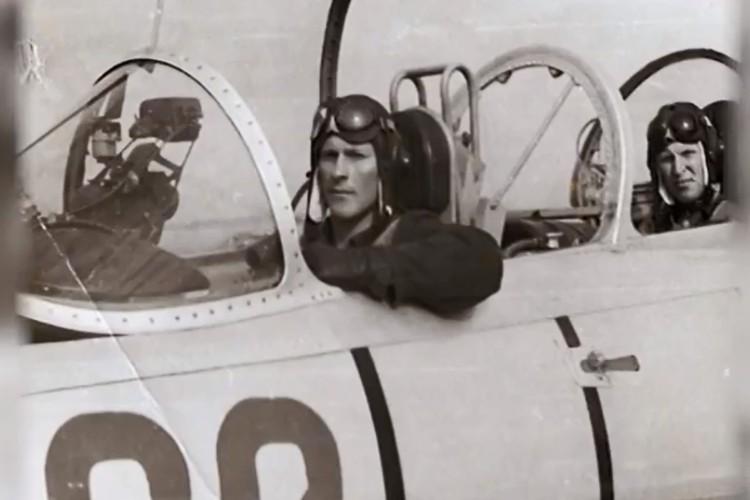 Долгое время Валерий работал летчиком-инструктором. Из архива Валерия Поташова.
