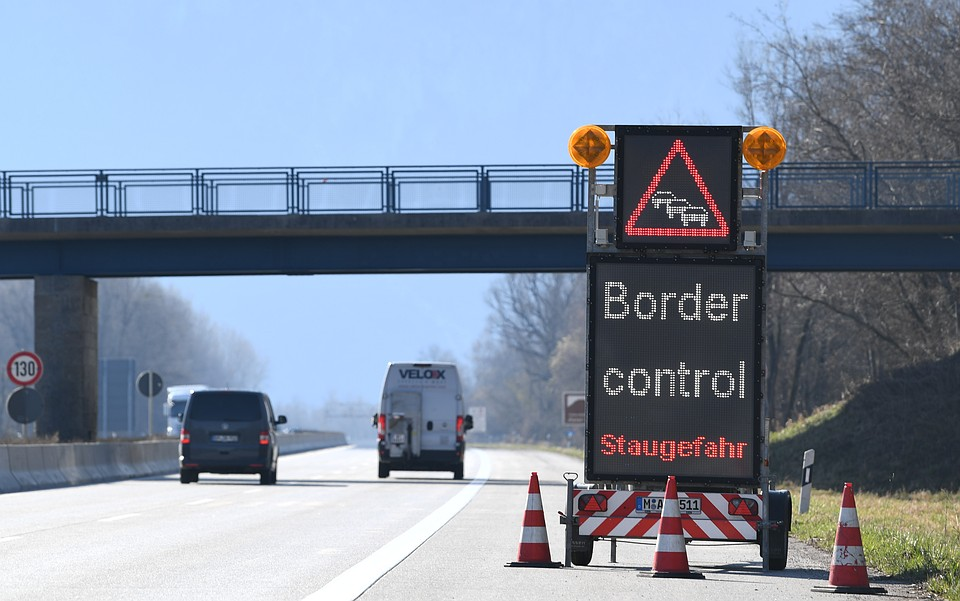 """Из-за эпидемии соседи по """"общему европейскому дому"""" в срочном порядке перекрыли границы. Фото: REUTERS"""