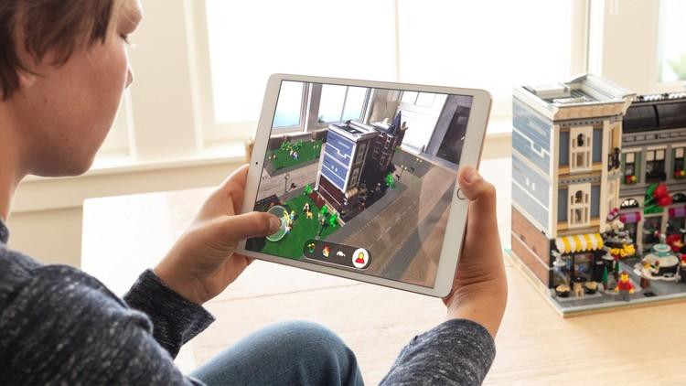Два года назад Apple презентовал специально разработанный для обучения школьный планшет. Фото: предоставлено компанией Apple
