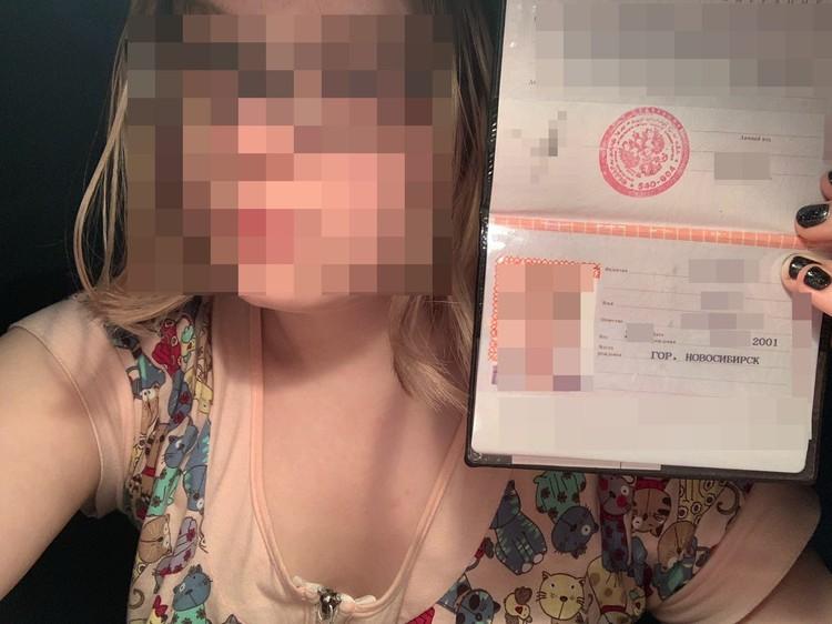 В подтверждение того, что все серьезно, девушка выслала фото с паспортом. Фото: личный архив.