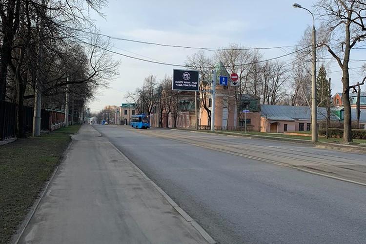 Некоторые улицы все же пусты.