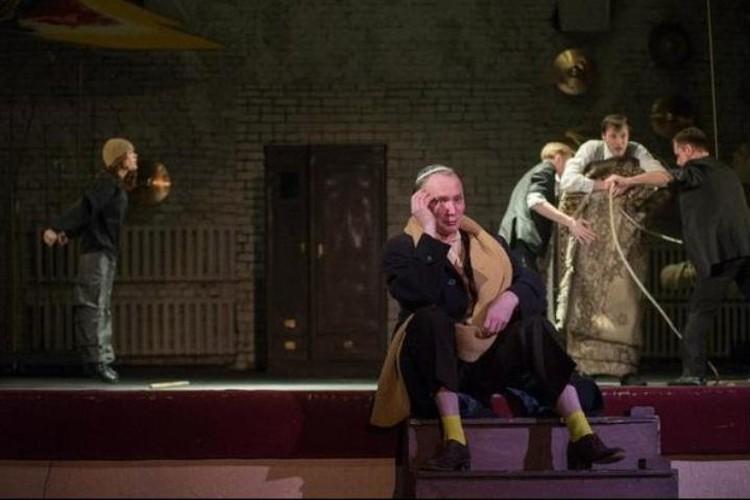 Театр, в котором работает Андрей, пока закрыт. Фото: страница ВК актера.
