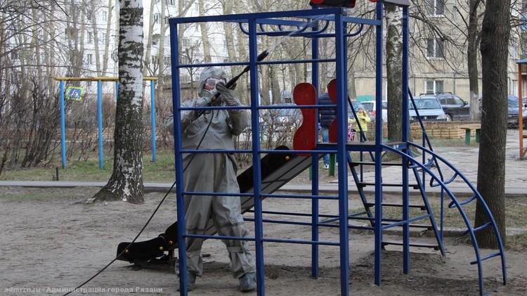 Детские площадки в зоне особого внимания. Фото: пресс-служба администрации Рязани.