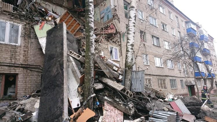 По кадрам с места происшествия видно, что рухнули три верхних этажа. Фото: Пресс-служба МЧС