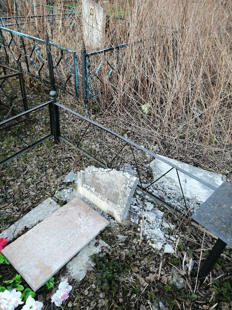 """И ломали памятники Фото: vk.com/""""Кимры - скандалы, интриги..."""""""