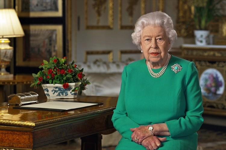 Королева Елизавета II выступила с обращением к британцам по теме эпидемии.