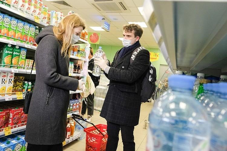 Даже у продуктовых сетей наблюдается падение продаж - многие москвичи уехали временно жить за город
