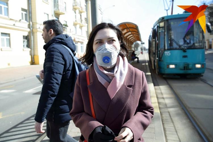 Носить маску в местах массового скопления людей - не только мера безопасности, но и норма социальной вежливости.