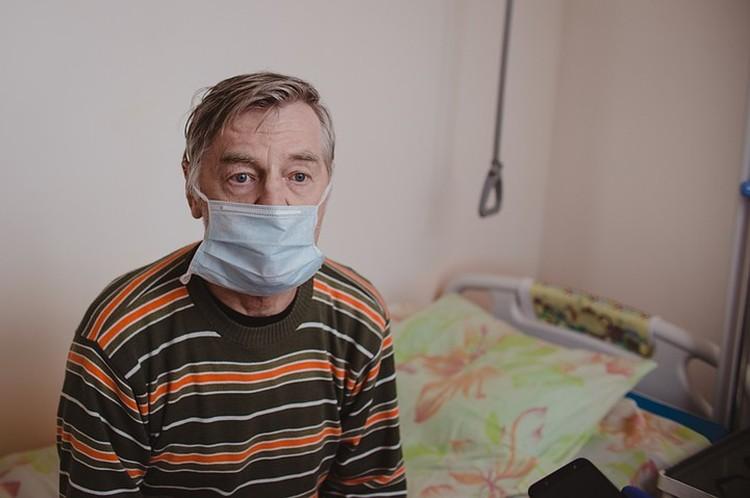 Ковидный больной Виктор Колосов из Верхнего Уфалея очень переживает за жену. Она в родном городе, в реанимации, в крайне тяжелом состоянии.