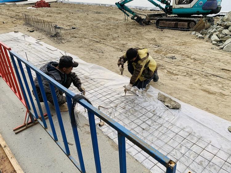 Арендатор обещает, что закончит ремонт береговой части ко Дню города.