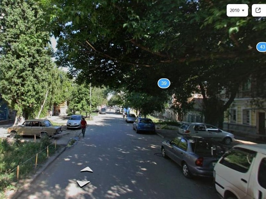 Еще несколько лет назад улица Киселева утопала в зелени. Фото Яндекс.Карты