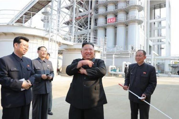 Лидер КНДР Ким Чен Ын на церемонии открытия Сунчхонского завода удобрений. Фото: Центральное телеграфное агентство Кореи (ЦТАК)
