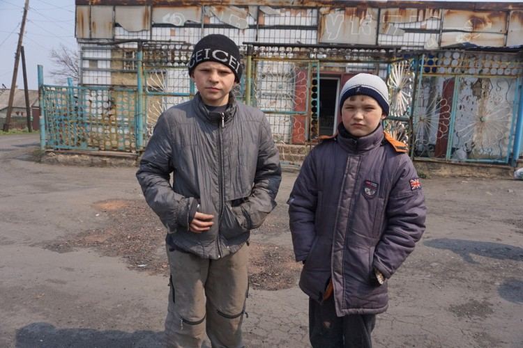 Хорошая одежда у ребят есть, но по селу мальчишкам удобнее в такой.